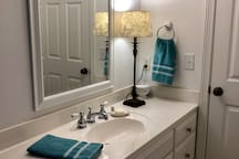 Clean and neat en-suite with plenty of space to freshen up.