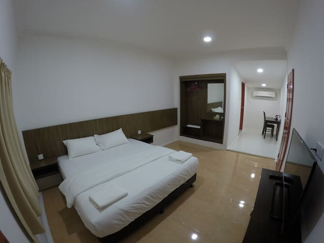Summer Beach Lodge-Deluxe King Room - Labuan