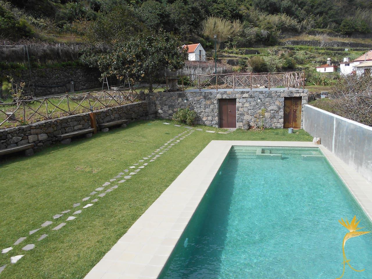 Vistas do Palheiro e piscina da propriedade