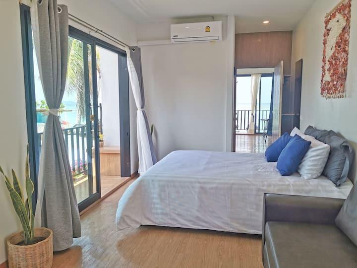 Entire floor! 2 bedrooms seaview w/rooftop