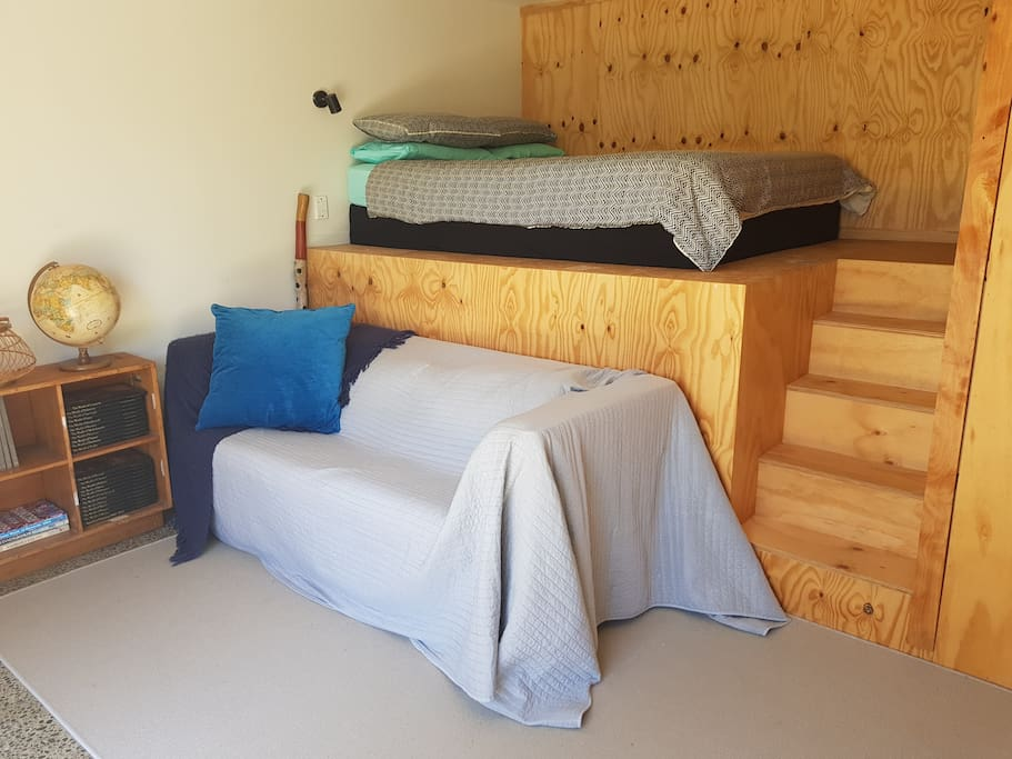 steps up to queen size bed