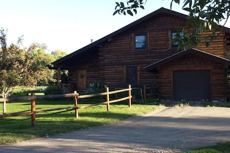 Private room in beautiful log home. - Gunnison - Dům
