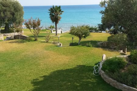 SEASIDE BEACH*****APARTMENT - Kaloutsikos - Flat