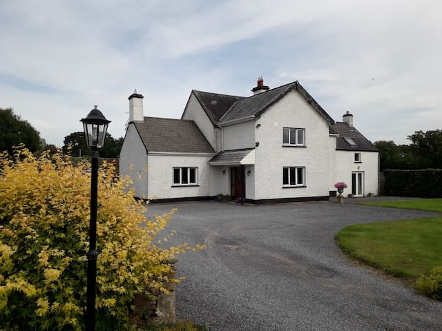 Wellfield Farmhouse, Charming 3 Bedroom, Sleeps 6