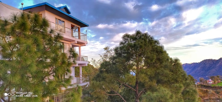 Yuvraj suite|Balcony |Hill view|Serene Abode