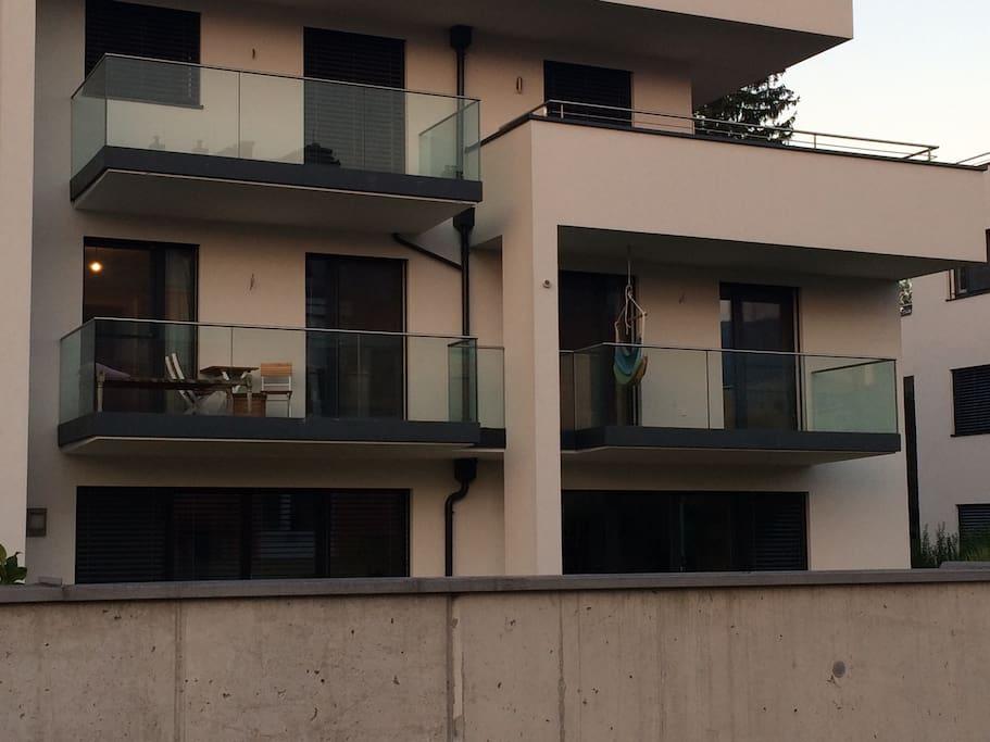 Balkon mit Möglichkeit zu entspannen, arbeiten etc