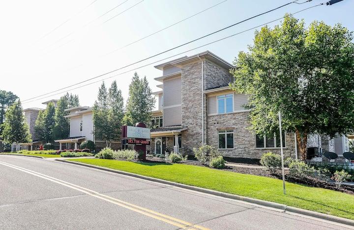 Wisconsin Dells Getaways #101 - Four Bedroom Four Bath Courtyard Villa Sleeps up to 12