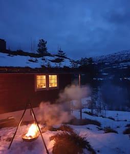 Koseleg hytte i eit roleg og naturfint miljø
