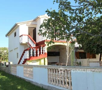 House by the sea,parking included - Vrsi - Talo