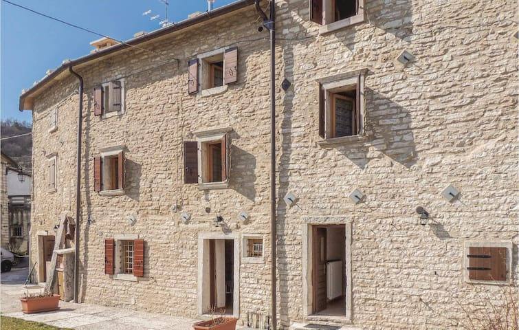 Semi-Detached with 3 bedrooms on 87m² in Fosse di S.Anna di A.