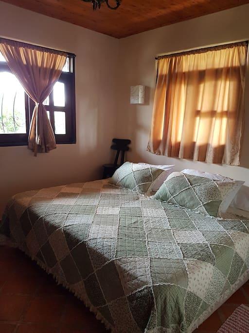 Habitación#1 puede ser cama king o twins. Tiene tv