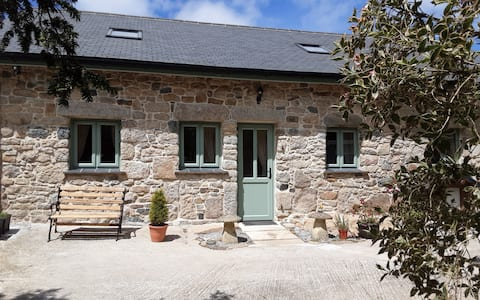 Boutique Cottage, 4 Acres in the Heart of Cornwall