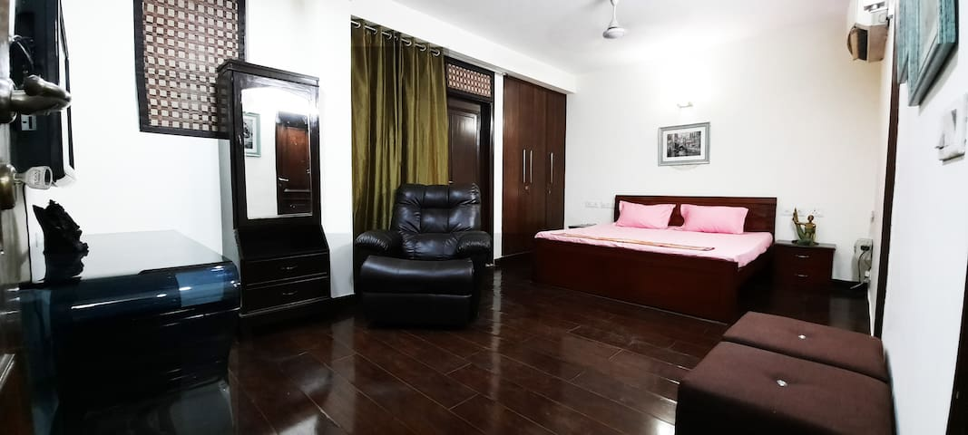 Corona sterlized 1BHK Prime Location South Delhi 3