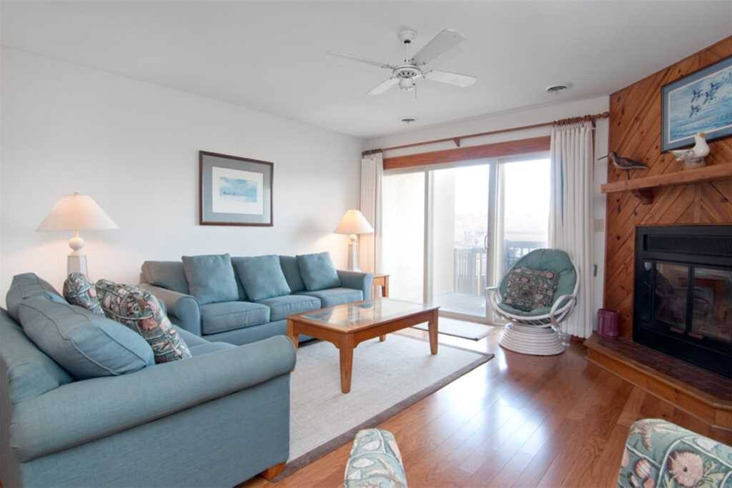 QE3: The Quay E3 | Mid Level Living Area | Fireplace Is Not Available For Guest Use
