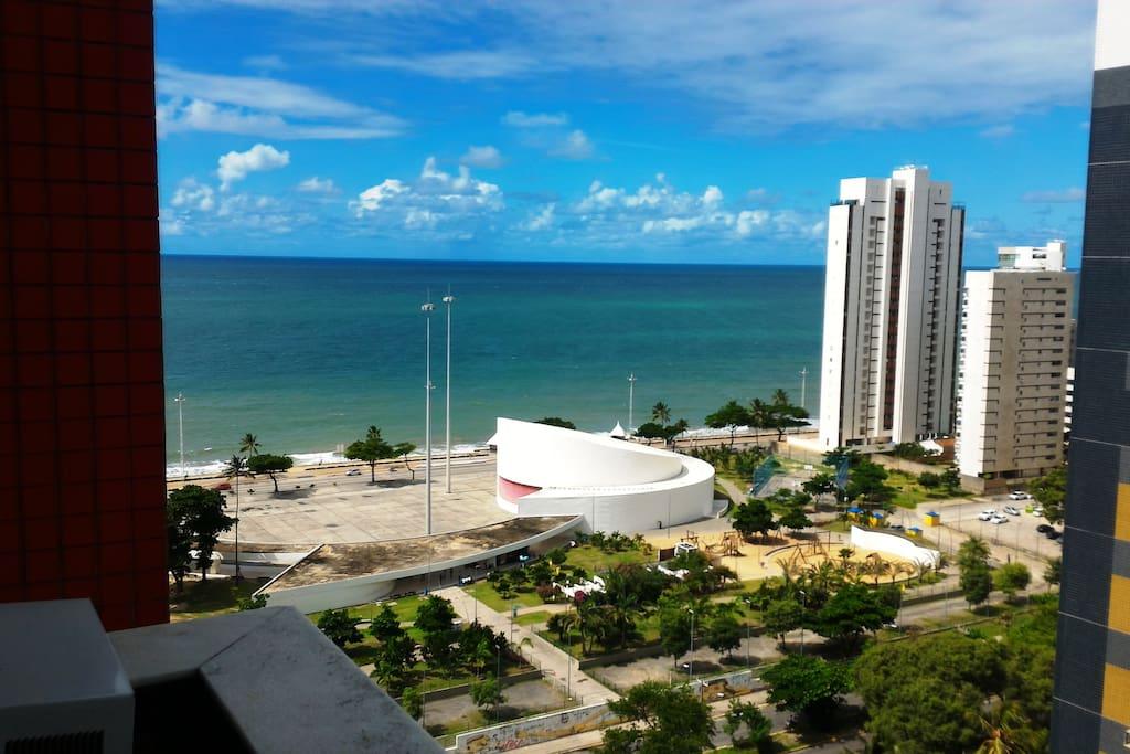 Vista, a partir do quarto, do parque Dona Lindu e praia de Boa Viagem
