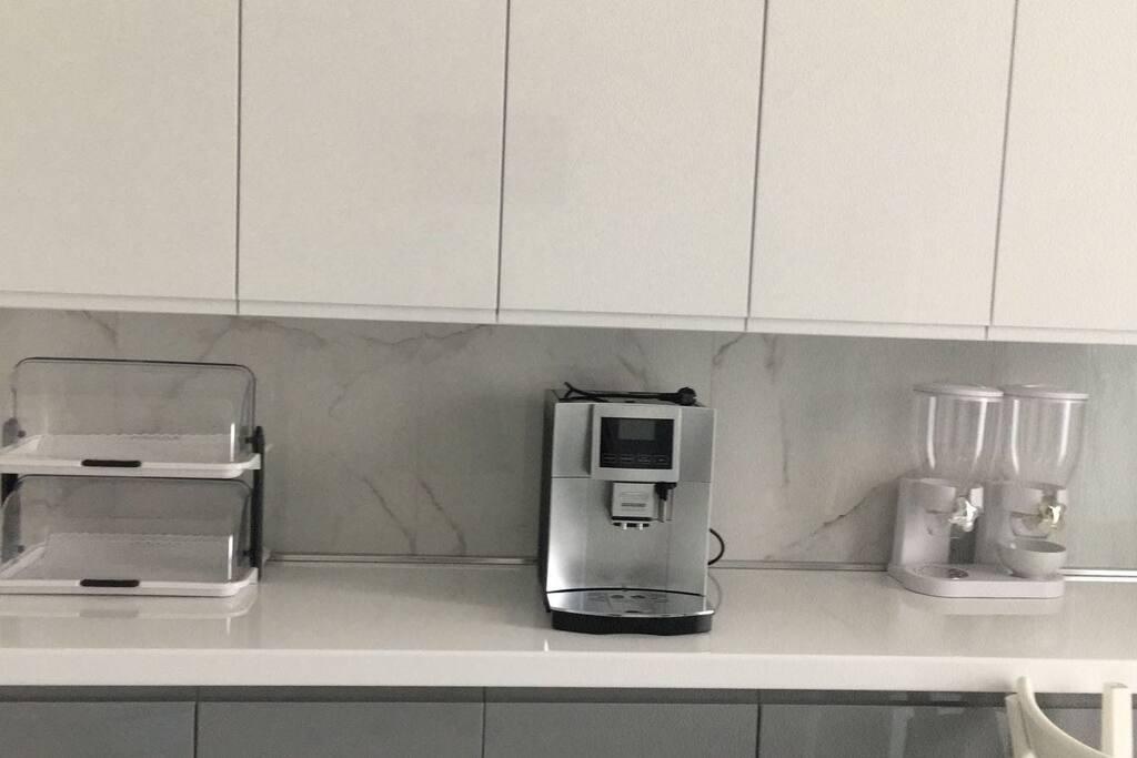 Cucina di Taty:  vi offriamo attrezzature nuovissime e caffè appena macinato, come al bar.