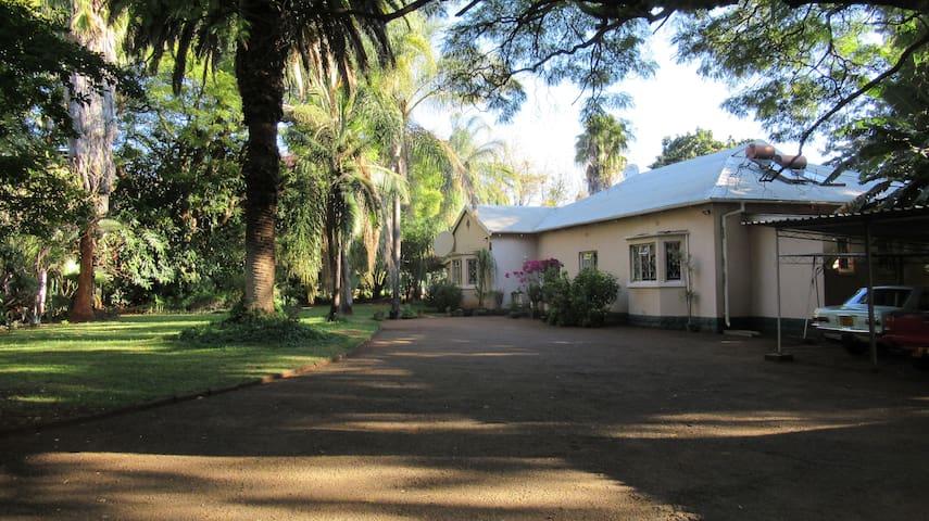 Airbnb Heyman Suburbs Bulawayo