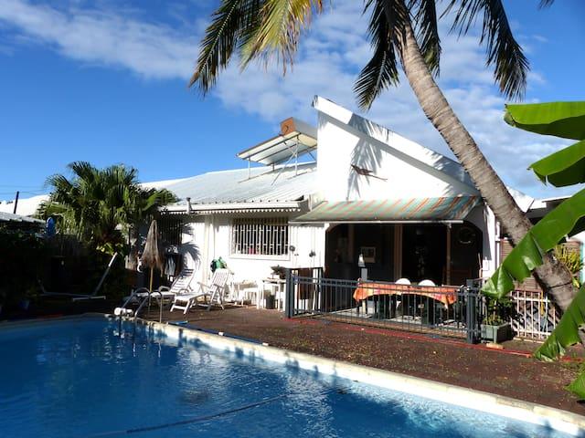 Chambre dans villa avec piscine - RE - Hus