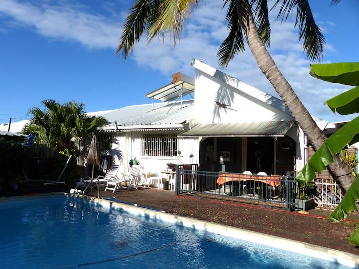 Chambre dans villa avec piscine près aéroport