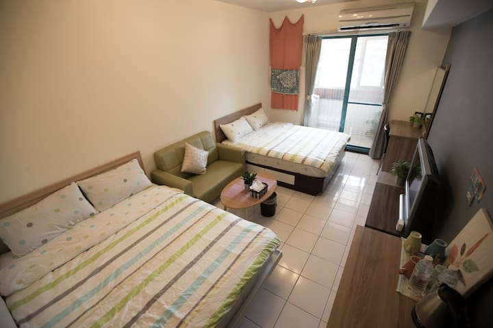 AIR BNB SUPERHOST/T.C train station 2 double bed
