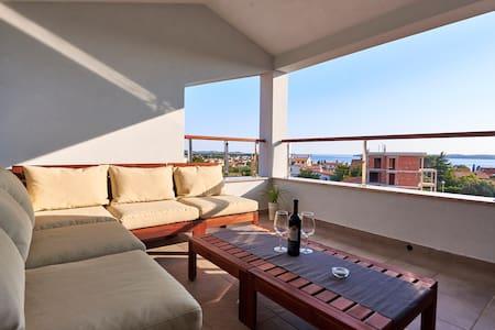 Fažana House for 6 w/incredible panoramic view.