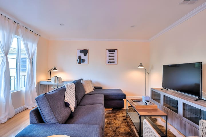 Modern 2Bed + 2Bath, 1028 12th St Santa Monica
