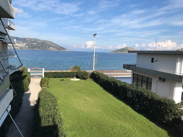 Apartment by the sea - Porto Rafti