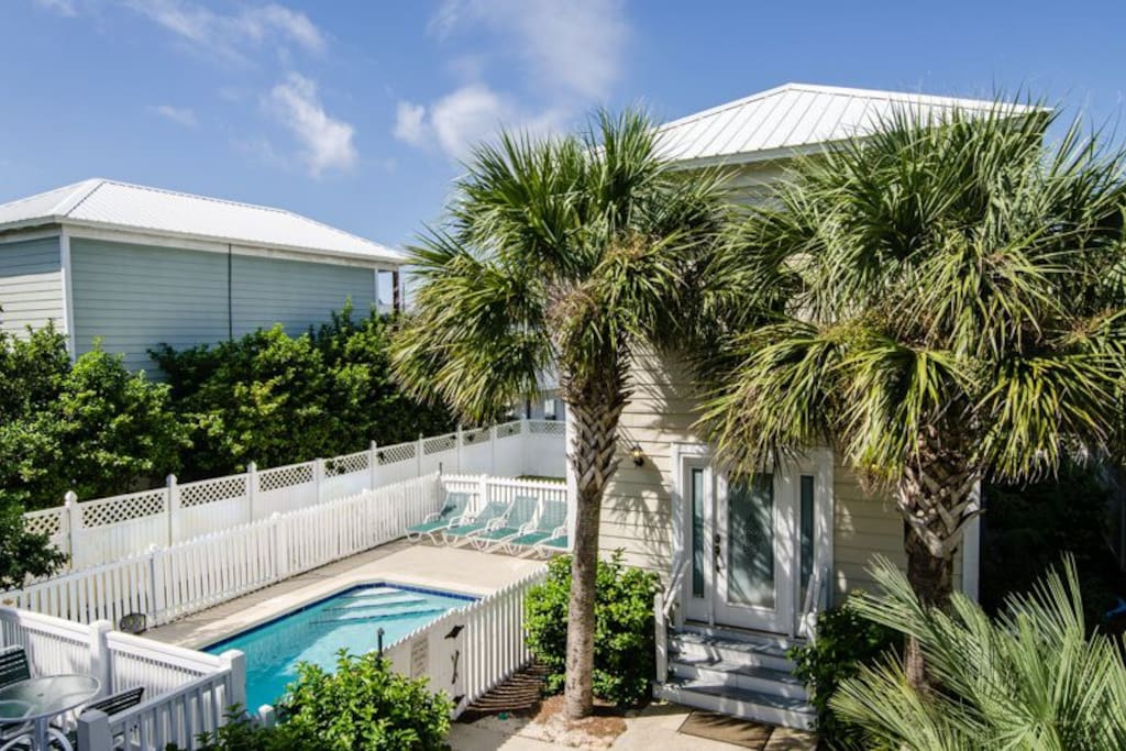 Two-story carriage/guest house and nice private pool, plus raised deck off back of house.
