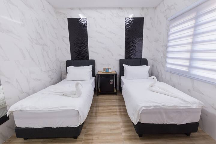 Lee Luxury Home Twin