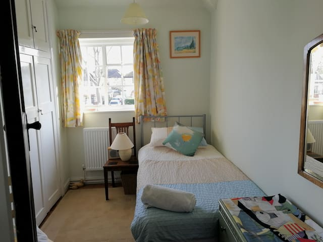 Lovely village nr Cambridge cosy single room for 1