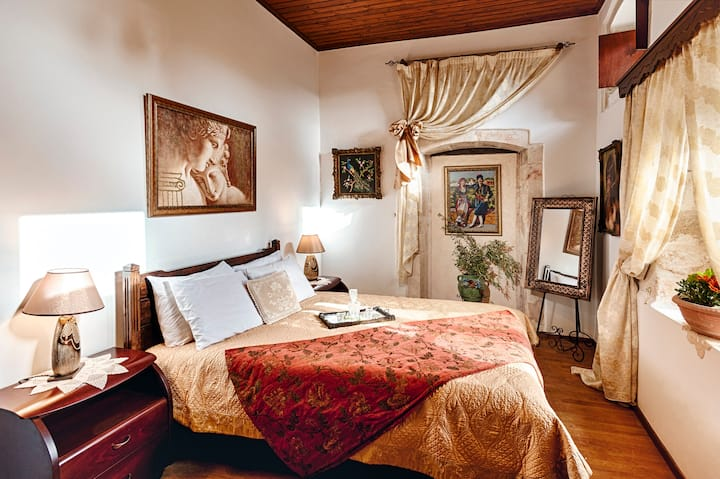 Luxury Suite in the heart of Old Town..!!