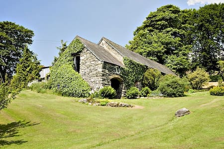 Delightful hill-top stone cottage with big gardens