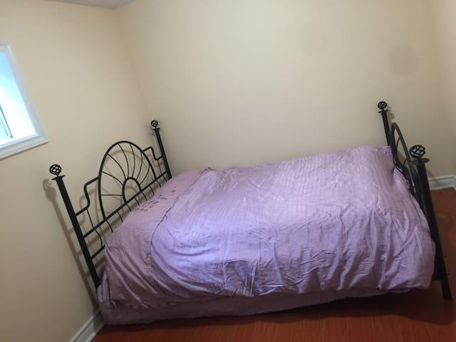 G ^_^ nice comfortable room