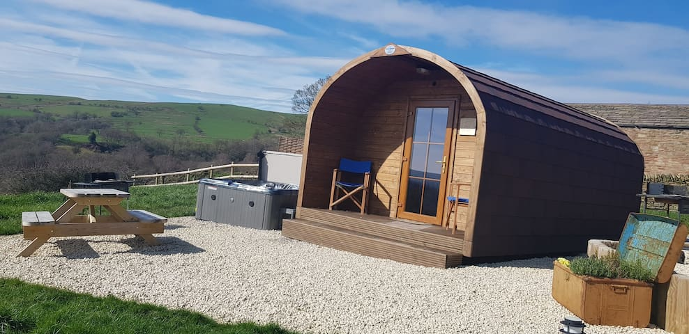Forget-me-not Pod with hot tub, Peak District