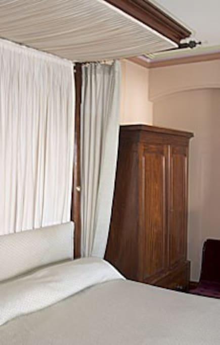 The Stencil Room has a mahogany half tester bed