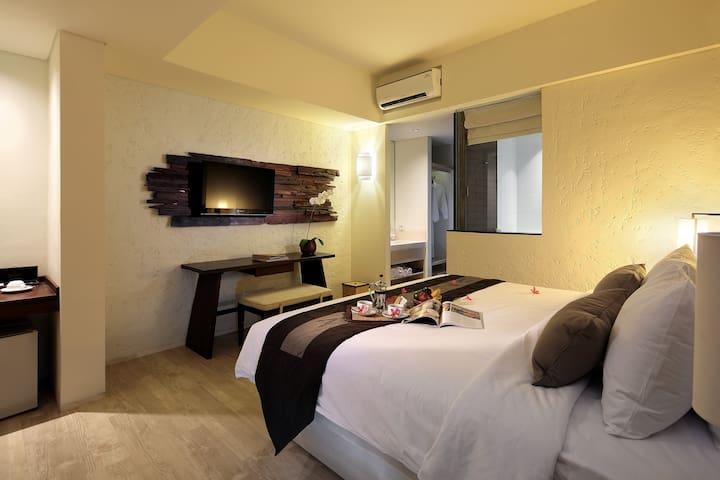 Affordable 25sqm Classic Room at Legian Prime Area