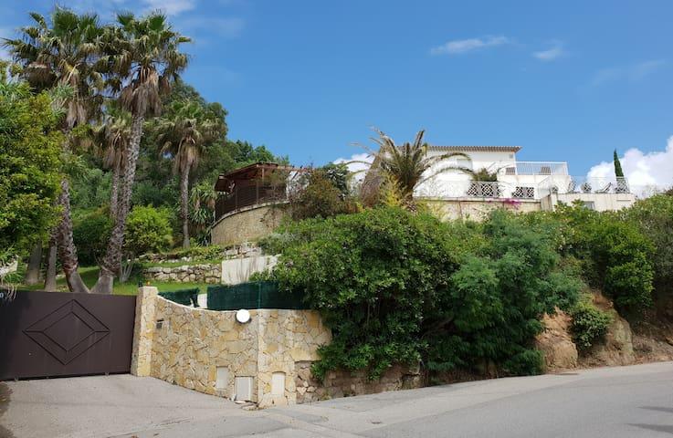 "Modern Villa - 15 minutes from ""La Croisette"""