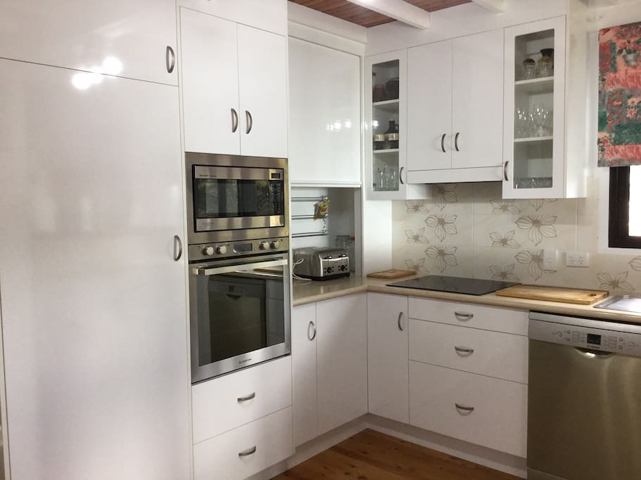 Modern spacious kitchen fully equipped