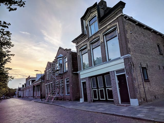 Appartement in centrum Franeker met privé tuin.
