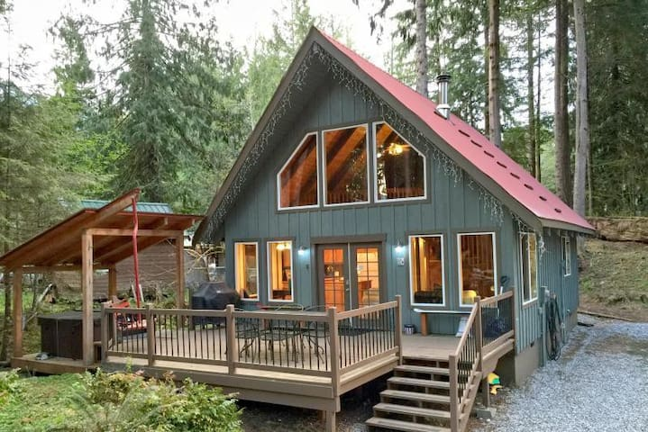 Glacier Holiday Chalet BL (Phone number hidden by Airbnb) .