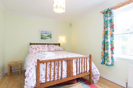 Jungle bedroom, Loch Lomond 1 mile - Gartocharn