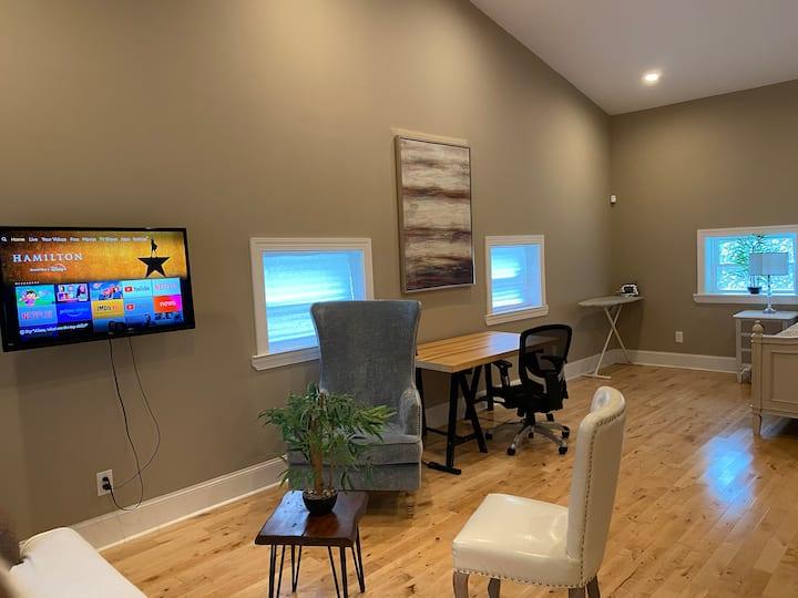 Modern Studio in Overbrook