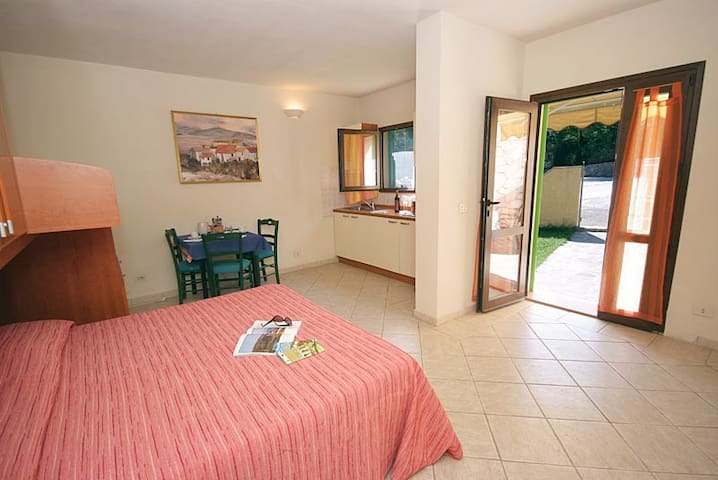 Studio apartment with pool and 1 km from the beach