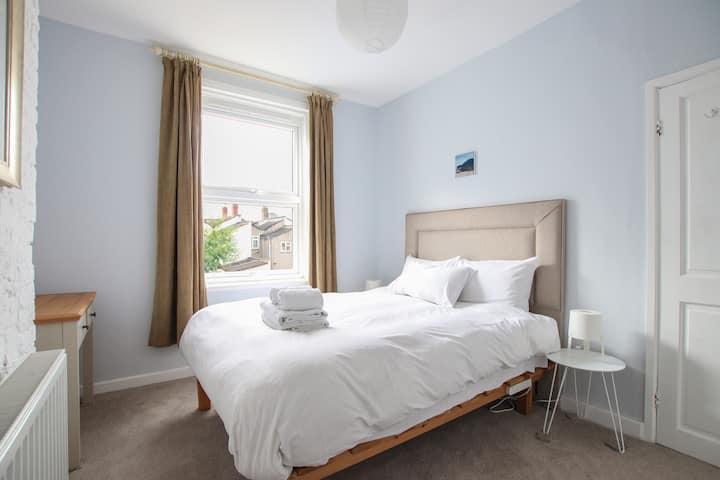 Delightful 2 bedroom house near City Centre!