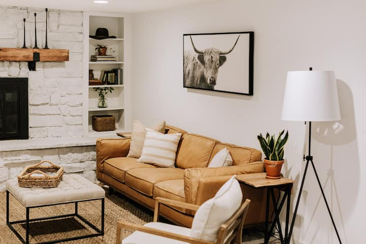 *Mountain Inspired* 2br 1ba Private Suite