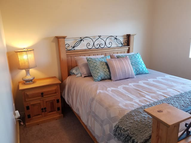 Queen Bed in Cedar City - Cedar City - Pis