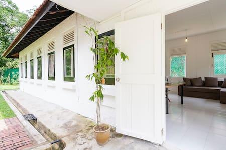 Greentree Cottage near Sembawang Beach - Singapore