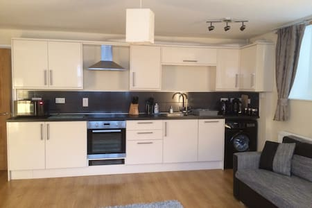 Calico 2 bed apt with parking - Whitby - Apartment