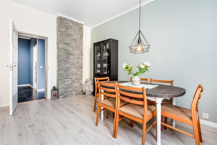 Private room in city apartment