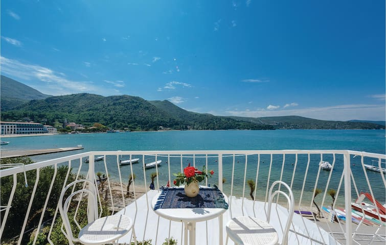 Holiday apartment with 2 bedrooms on 74 m² in Slano
